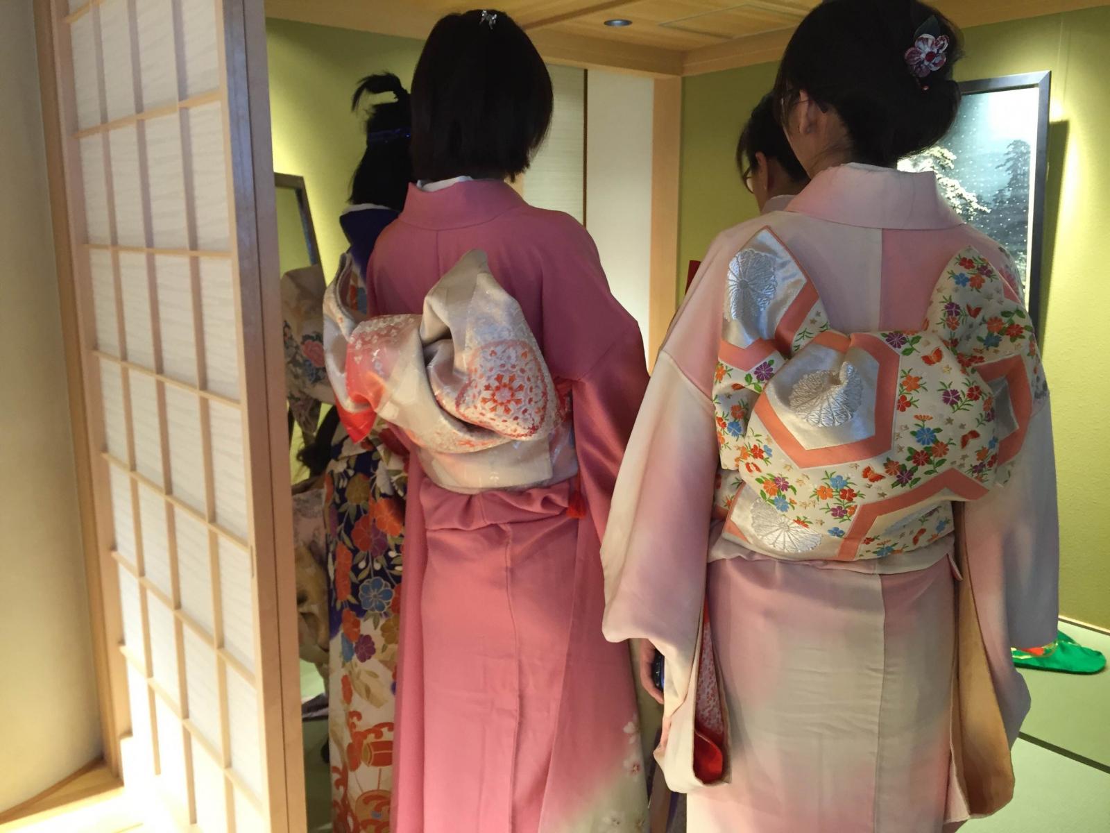 Kimono Experience ( 3,500 yen per person)